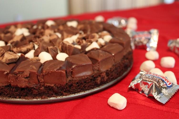 hot chocolate milky way brownie pie