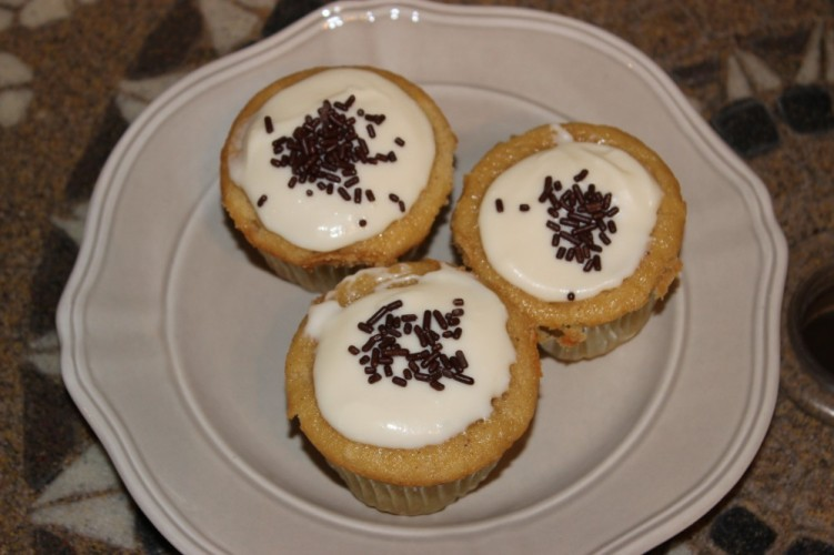 spiked eggnog cupcakes with eggnog cream cheese frosting #leftoversclub