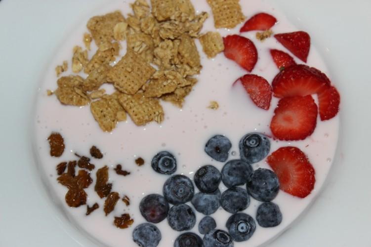 Granola Smoothie Bowl #HeartHealthMonth #HealthySnacksHealthyHeart