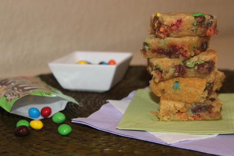 M&M's® Crispy Cookie Cake Bars #crispyisback #collectivebias